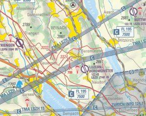 Luftfahrtkarte im Raum Baldegger-, Hallwiler- und Sempachersee mit den Flugplätzen Triengen, Luzern-Beromünster und Buttwil. Ein Fallschirmspringersymbol zeigt auf diesen Plätzen an, das Sprungbetrieb herrscht.